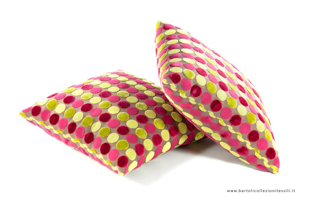 Cuscini con tessuto a cerchi colorati