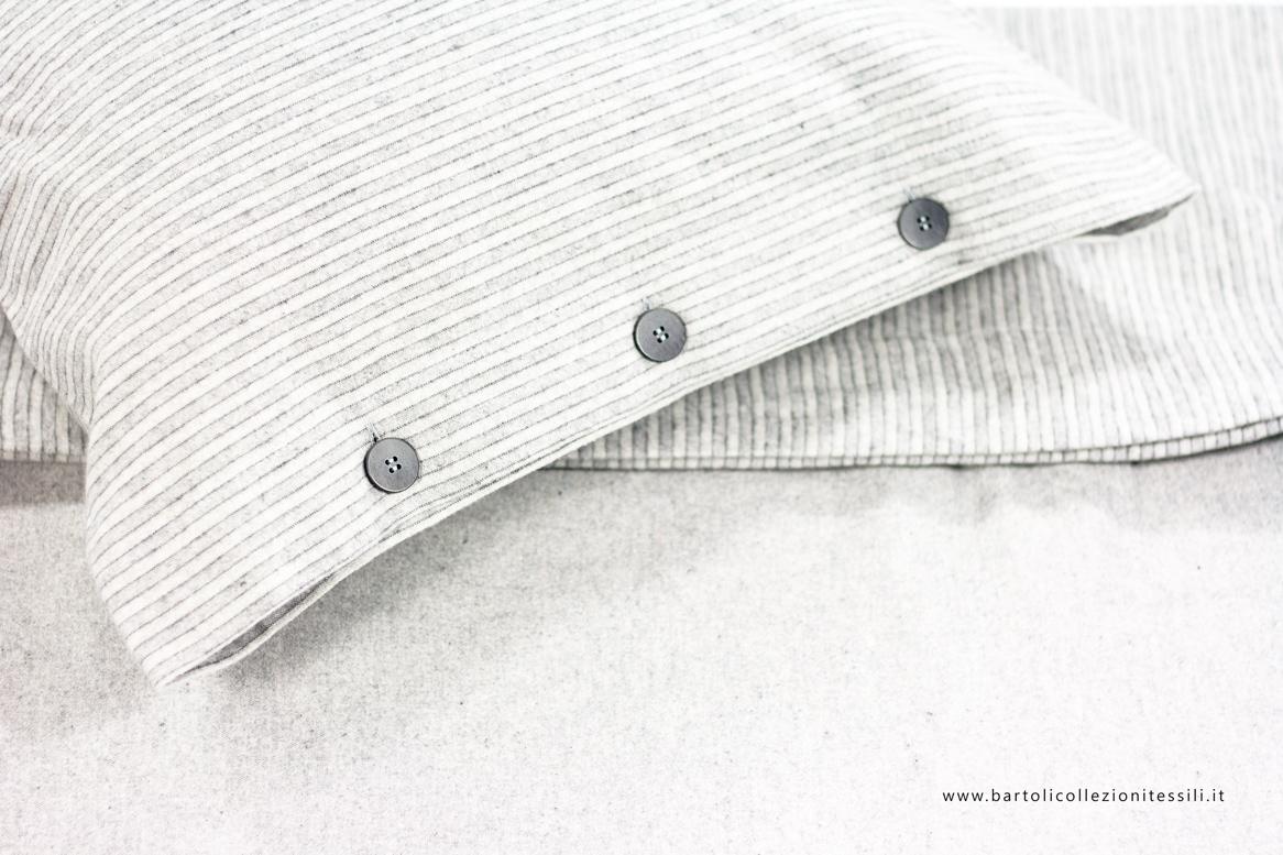 Lenzuola e federe, in caldo cotone nelle tonalità del grigio